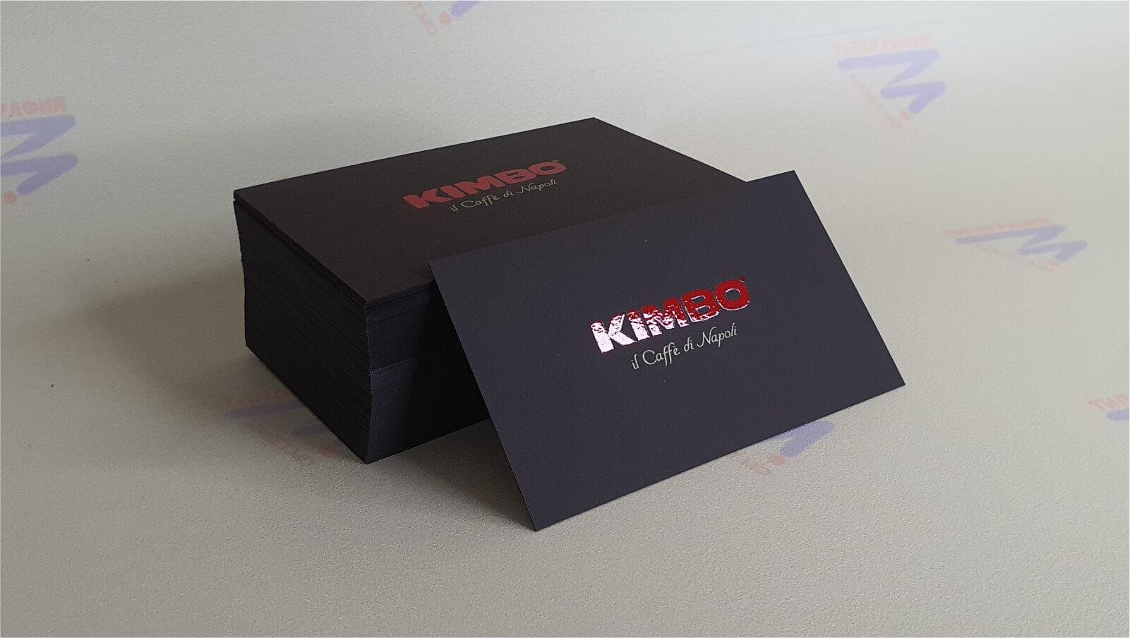 визитный карты с лакировкой на коричневой бумаге красная надпись